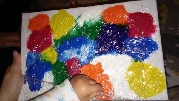 lienzo con pinturas